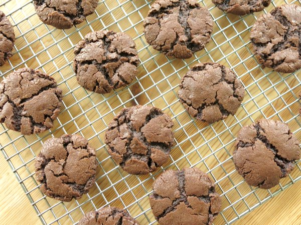 molten lava cookies on cooling rack