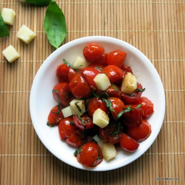 how to cut grape tomatoes for salad