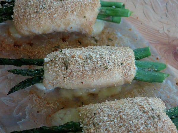 Chicken Asparagus Roll-ups for #SundaySupper - The Dinner-Mom