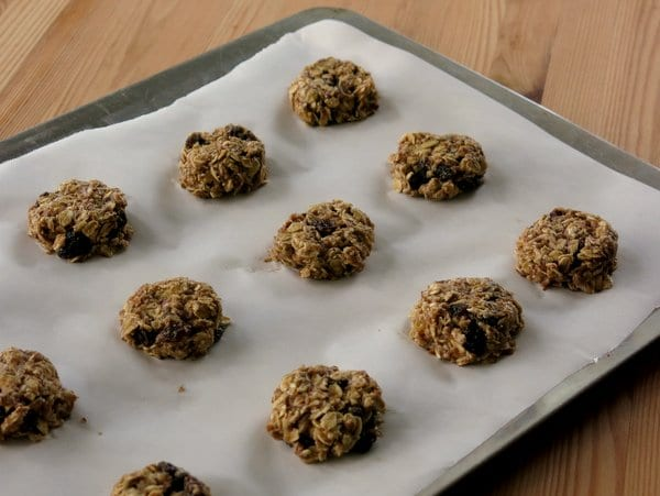 Easy Banana Oatmeal Cookies with Raisins