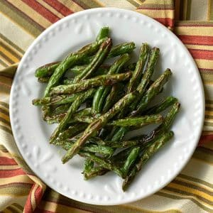 Crispy Roasted Green Beans on a plate.